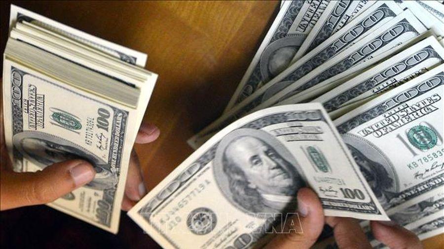 Tỷ giá trung tâm tăng, USD trên thị trường giảm mạnh