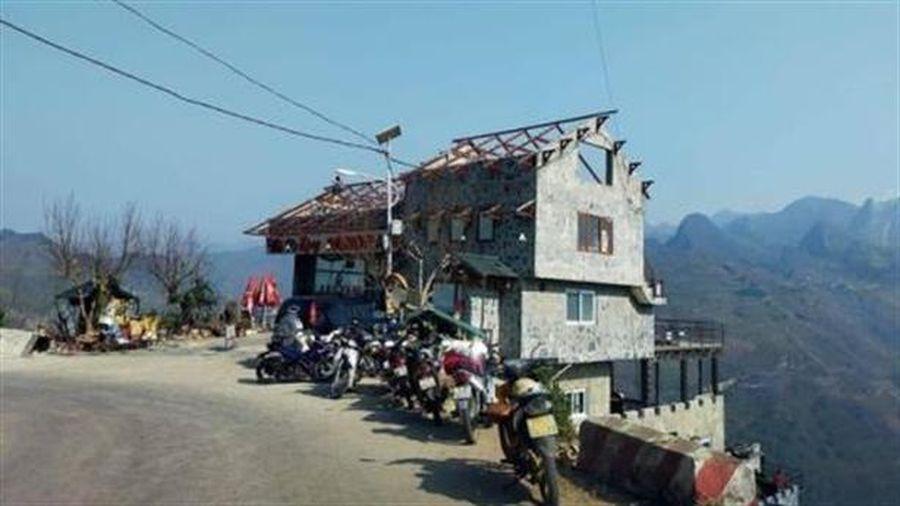 Dỡ mái nhà hàng phá cảnh Mã Pì Lèng: Lý giải....
