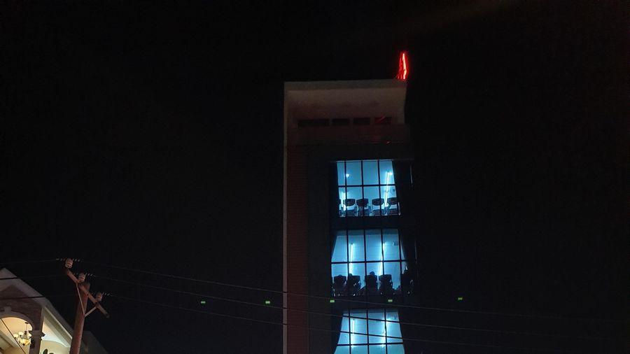 Cô giáo cùng 5 học sinh mắc kẹt trong thang máy ở trung tâm Anh ngữ