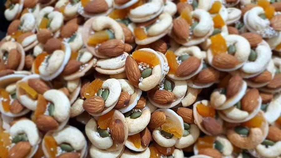 Cách làm món bánh đồng tiền ngũ hạt ăn chơi dịp Tết