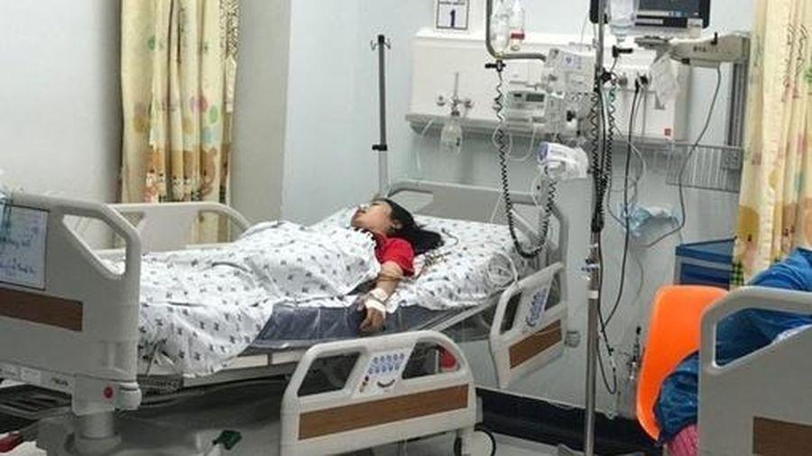 Bị mẹ mắng, bé gái uống 28 viên thuốc chống trầm cảm tự tử