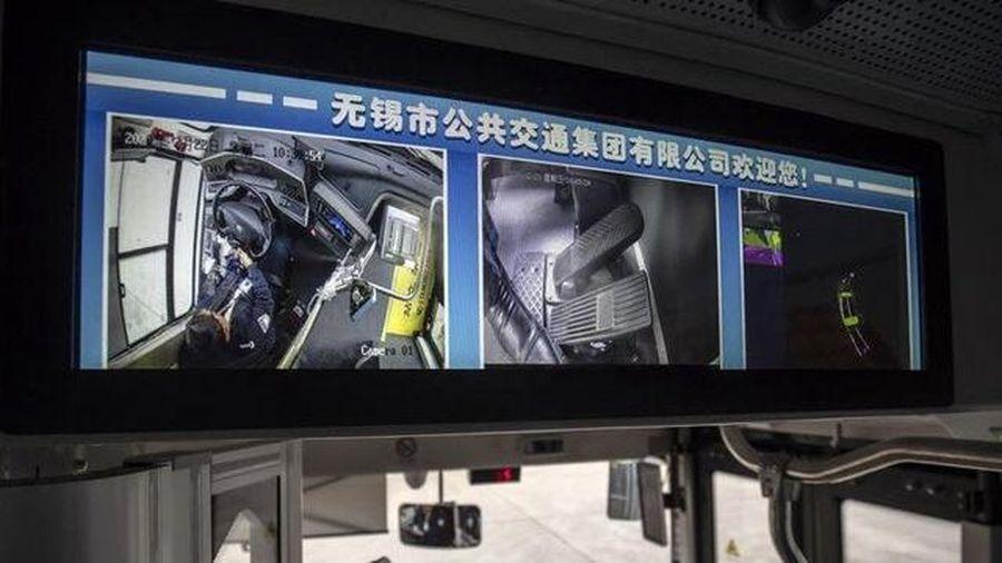 Đường thông minh tương tác với xe không người lái