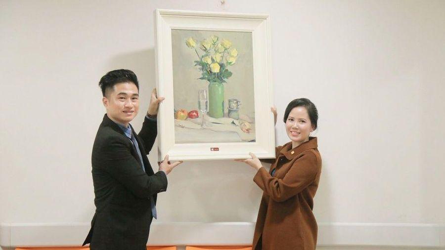 Tặng tranh nghệ thuật cho bệnh viện để tiếp thêm niềm tin chiến thắng bệnh tật