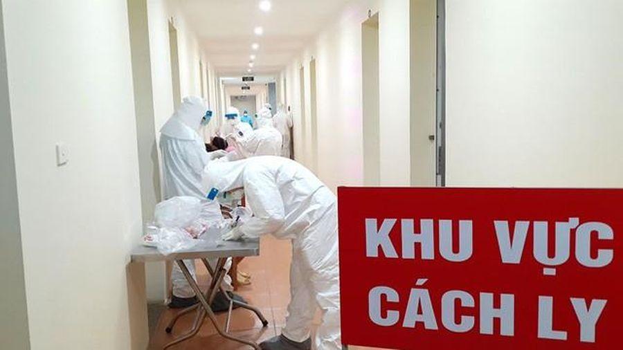 Giám sát y tế khép kín với người nhập cảnh, tin 'đặc biệt' về 11 ca mắc COVID-19 ở Việt Nam
