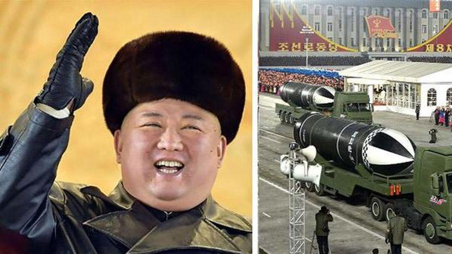 Ẩn ý của Kim Jong Un sau màn phô diễn tên lửa đạn đạo