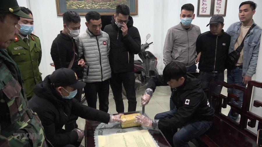 Công an Lào Cai phá vụ vận chuyển hơn 20.000 viên ma túy tổng hợp