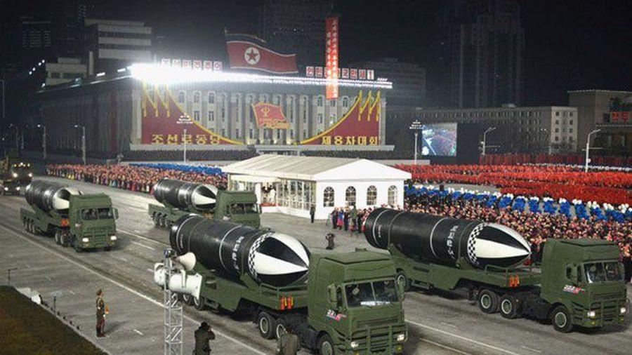 Triều Tiên trình làng Pukguksong-5 SLBM tại lễ duyệt binh
