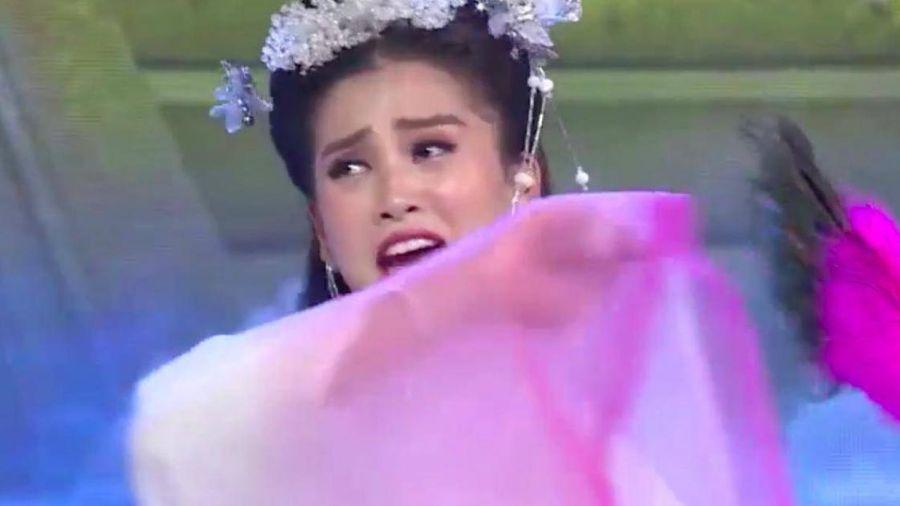 Hoa hậu Tiểu Vy bỏ vai Hằng Nga, rút khỏi Táo Xuân là do á hậu Thúy An?