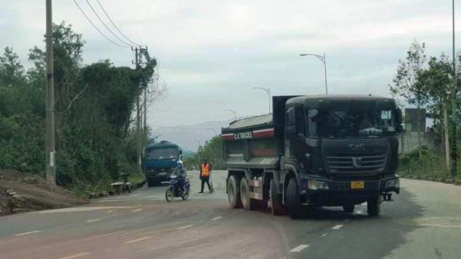 Đà Nẵng: Xe chở đất 'lộng hành' đường tỉnh 602
