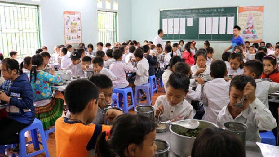 100 học sinh nhập viện nghi ngộ độc sau khi ăn thực phẩm của đoàn từ thiện
