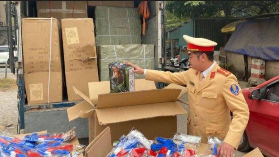 Bắt giữ xe tải chở đầy súng đồ chơi nhãn hiệu Trung Quốc