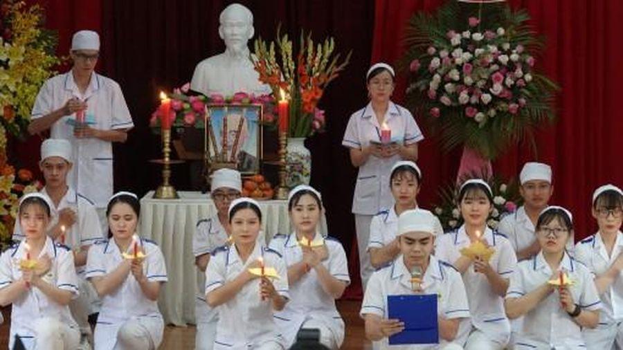 Trường Cao đẳng Y tế Cần Thơ trao bằng tốt nghiệp