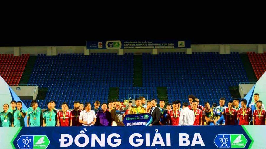 UBND tỉnh thưởng 500 triệu đồng cho các đội bóng nam, nữ Quảng Ninh
