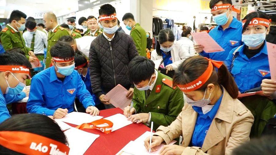 Hơn 300 Đoàn viên thanh niên Quảng Ninh tham gia Ngày Chủ nhật đỏ