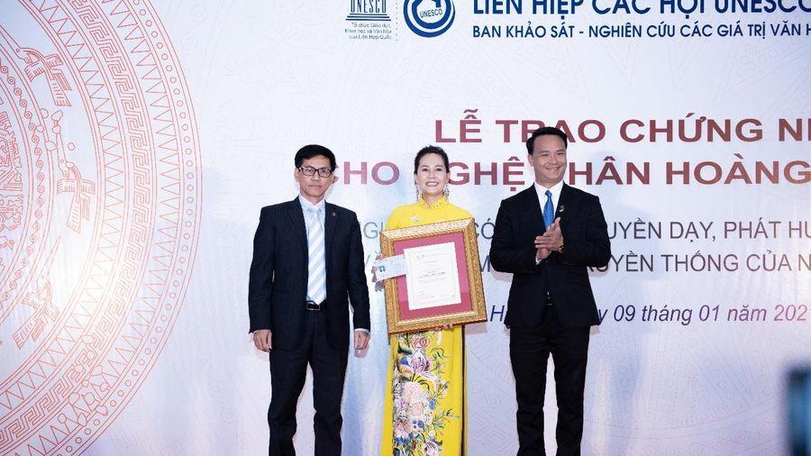Nghệ nhân ẩm thực Hoàng Minh Hiền được trao chứng nhận UNESCO