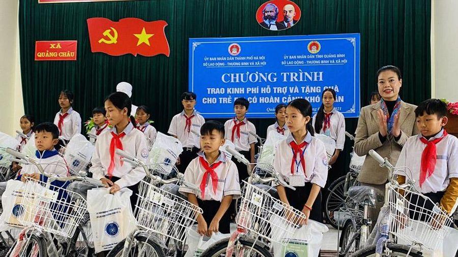 Nhiều phần quà ý nghĩa đến với trẻ em nghèo tỉnh Quảng Bình và Quảng Trị