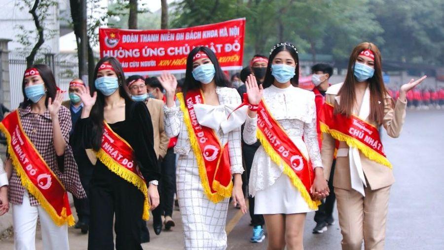 Hoa hậu Đỗ Thị Hà cùng hai Á hậu lan tỏa thông điệp nhân văn của ngày Chủ Nhật Đỏ