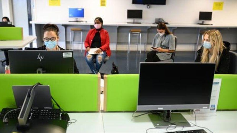 Hơn 23% sinh viên Anh học trong nước vì lo ngại dịch Covid-19