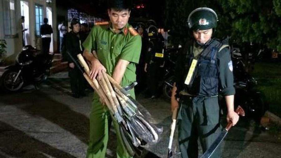 Cảnh sát ngăn 2 băng nhóm dàn trận hỗn chiến