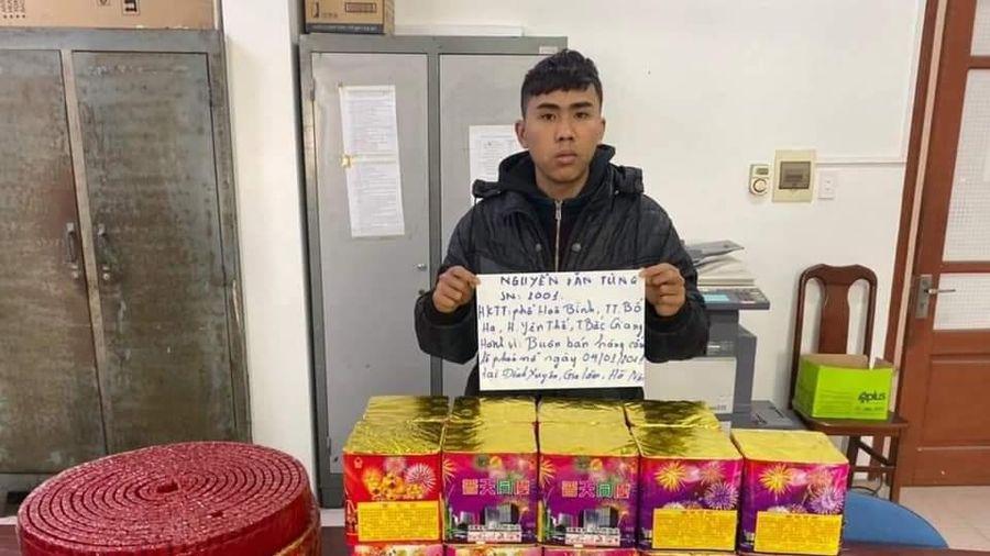 Hà Nội: Tạm giữ nam thanh niên chở 36kg pháo nổ mang bán cho khách trong đêm