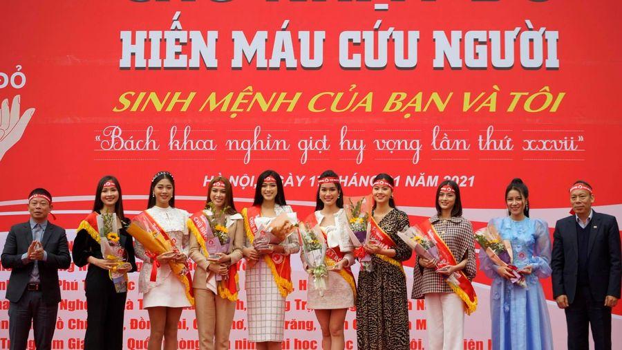 Hoa hậu, cầu thủ tham gia hiến máu tính nguyện