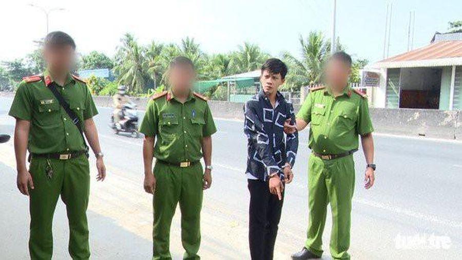 Bắt khẩn cấp tên cướp chuyên dùng dao uy hiếp phụ nữ trên QL1