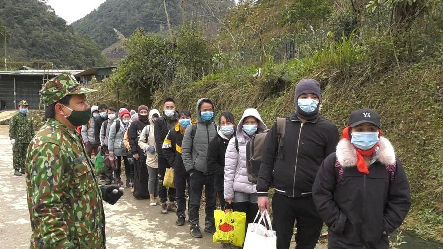 Bắt 35 người nhập cảnh trái phép về Việt Nam