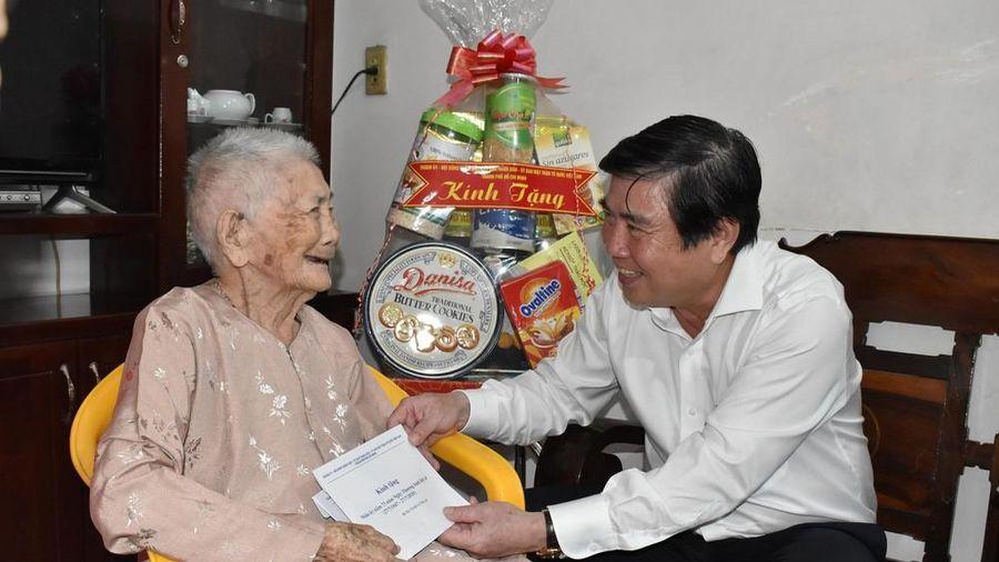 TPHCM dự kiến chi 800 tỷ đồng lo Tết cho người nghèo