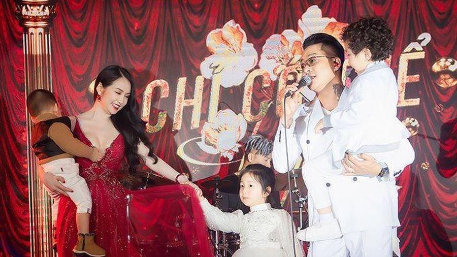Hương Baby - Tuấn Hưng đưa ba con đi event