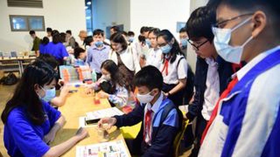 Gần 1.000 học sinh, sinh viên tham gia Ngày hội Toán học tại TP.HCM