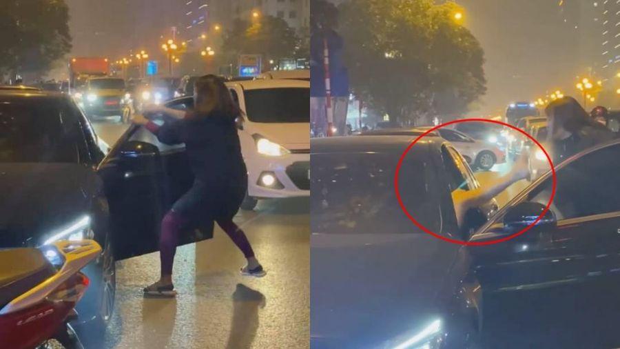 Xôn xao người phụ nữ chặn xe Mercedes dằn mặt 'bạn tốt cướp chồng' giữa đường phố Hà Nội