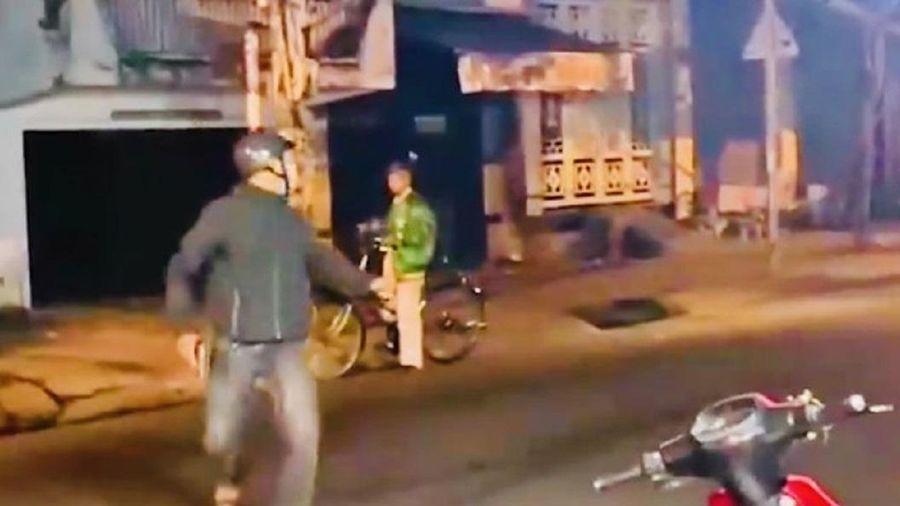 Cảnh sát nổ súng chỉ thiên, vây bắt nhóm quái xế náo loạn đường phố Sài Gòn