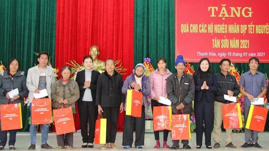 Phó Chủ tịch Ủy ban Trung ương MTTQ Việt Nam trao quà Tết ở Thanh Hóa