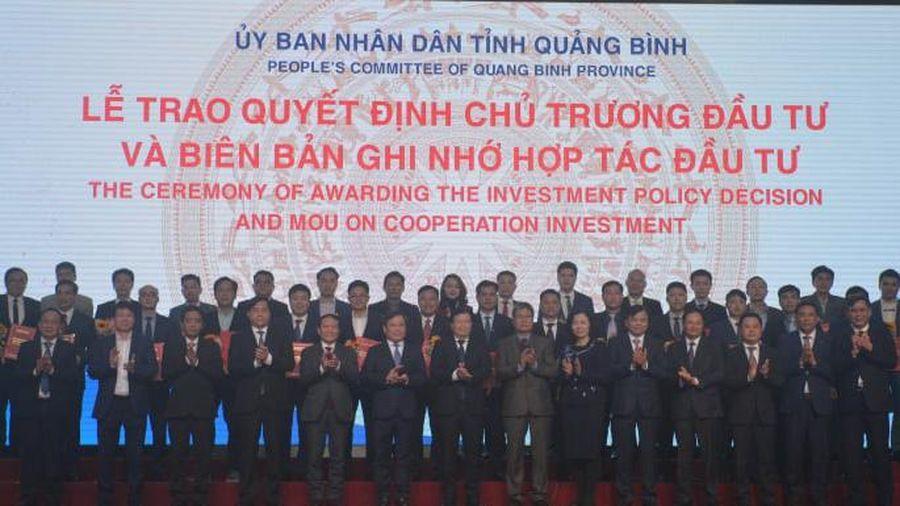 Phó Thủ tướng Trịnh Đình Dũng dự Hội nghị xúc tiến đầu tư năm 2021 tại Quảng Bình