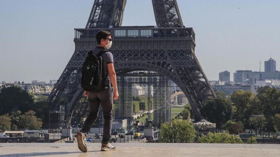 Pháp bắt đầu lệnh giới nghiêm từ 18h
