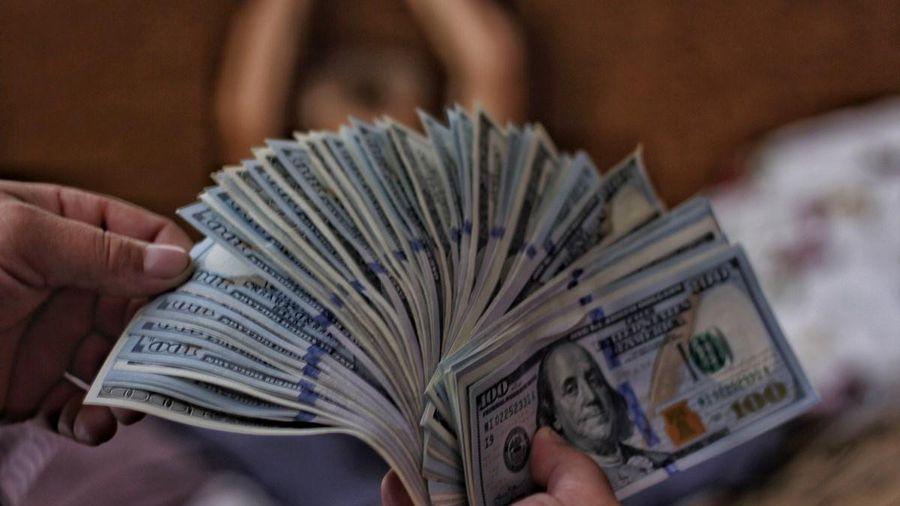 Người mua thêm nhà mới, người chật vật trả nợ tại Mỹ