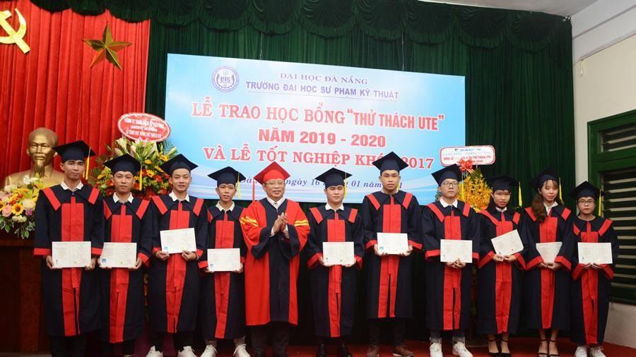 Trường ĐH Sư phạm Kỹ thuật Đà Nẵng trao bằng Tốt nghiệp cho hơn 500 sinh viên