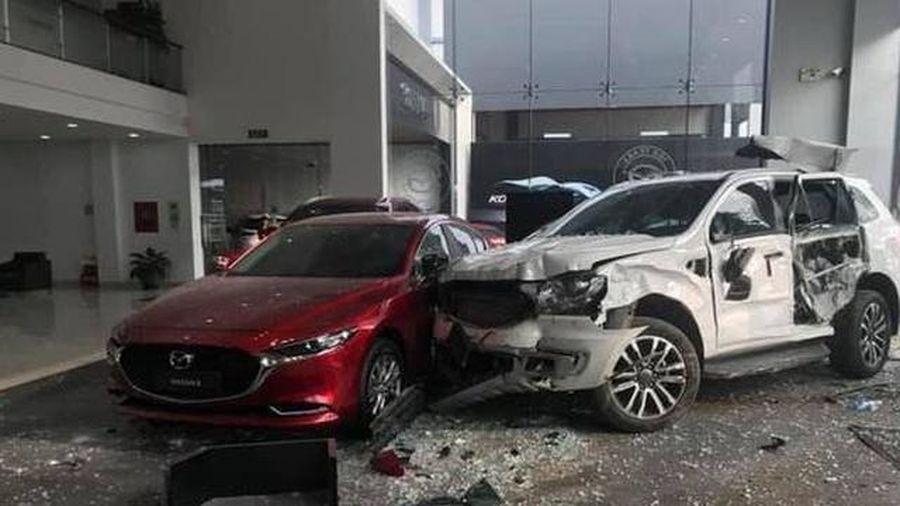 Khởi tố nữ tài xế điều khiển ô tô lao vào showroom khiến 1 người tử vong
