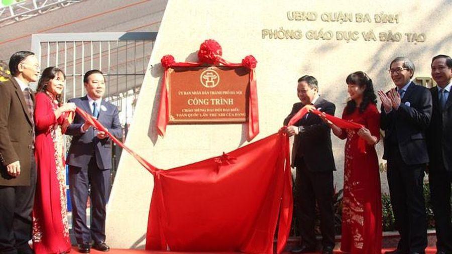 Hà Nội gắn biển 2 công trình trường học chào mừng Đại hội Đảng