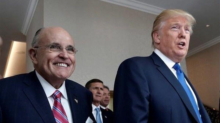 Ông Trump và luật sư riêng lần đầu không 'chung chiến tuyến'
