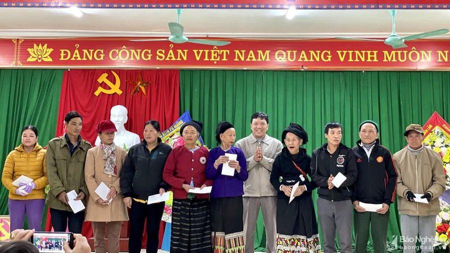 Ban Nội chính Tỉnh ủy tặng quà Tết cho người nghèo ở Quỳ Châu