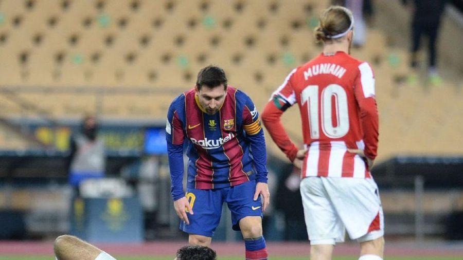 Messi nhận thẻ đỏ đầu tiên trong màu áo Barca vì cố tình đánh người