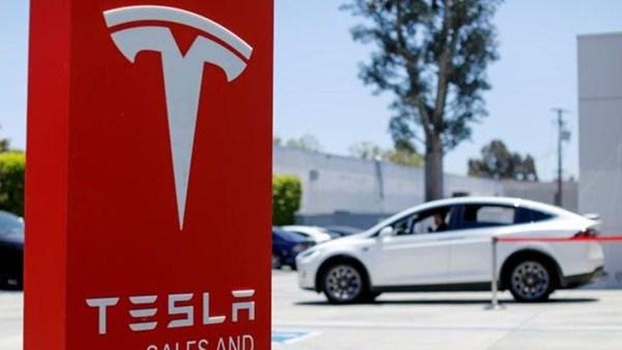 Mỹ yêu cầu hãng ô tô điện Tesla triệu hồi hơn 158.000 xe