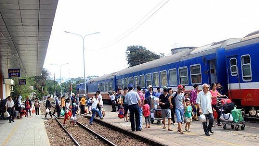 Trẻ em được giảm 50% giá vé tàu trong dịp Tết Tân Sửu