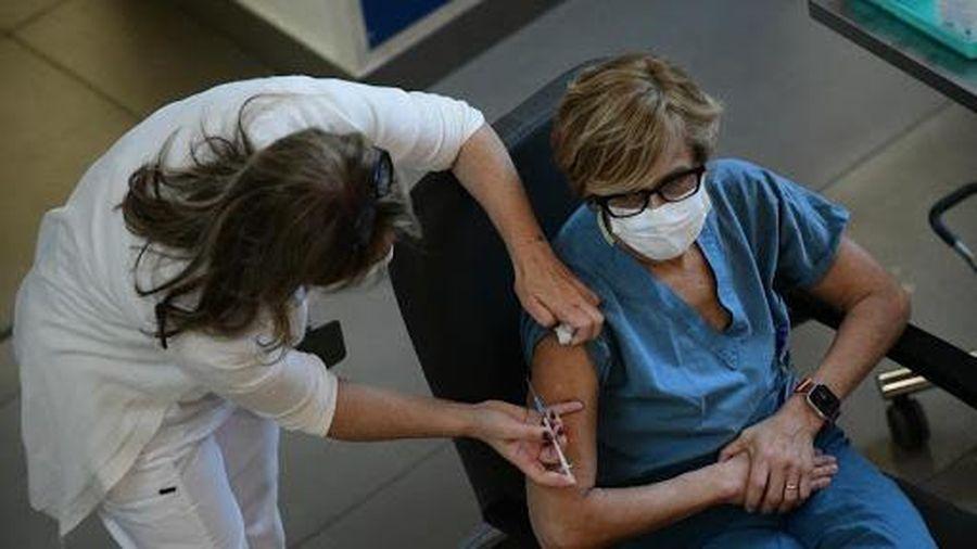 Na Uy cảnh báo rủi ro của vaccine Covid-19 đối với người cao tuổi