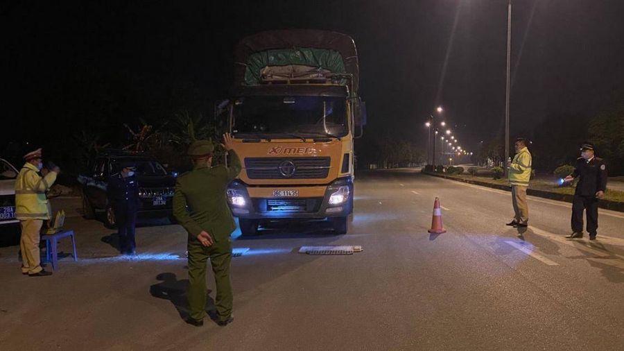 Hòa Bình: Liên ngành đồng loạt ra quân xử lý xe quá tải