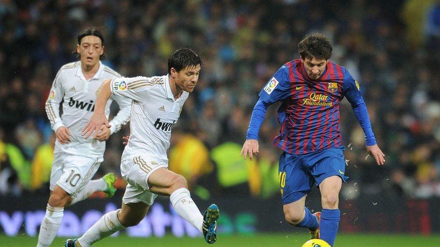Ngày này năm xưa: Ghi siêu phẩm, Ronaldo vẫn phải 'ngả mũ' trước Messi