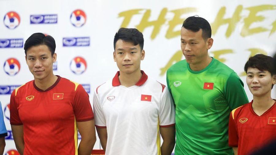 Tuyển Việt Nam ra mắt áo đấu mới: Những người hùng trở lại