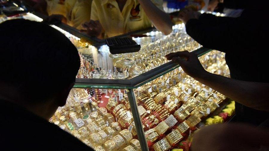 Giá vàng trong nước đắt hơn thế giới 5 triệu đồng/lượng