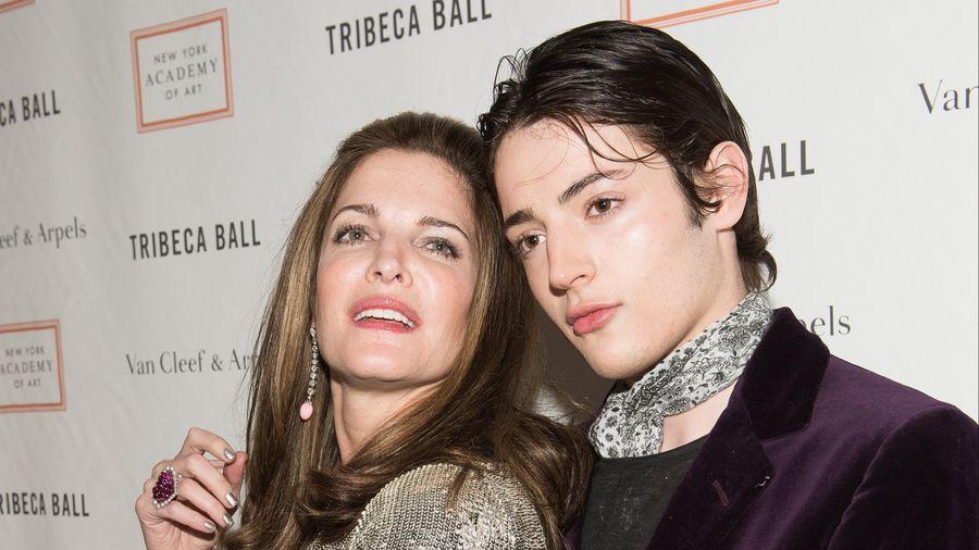 Con trai siêu mẫu Stephanie Seymour chết ở tuổi 24 vì sốc thuốc